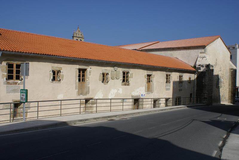 Antiguo convento de los frailes Agustinos. Oficina de información turística y centro social de Caión