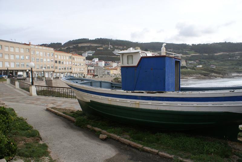 Barco en el paseo mar铆timo