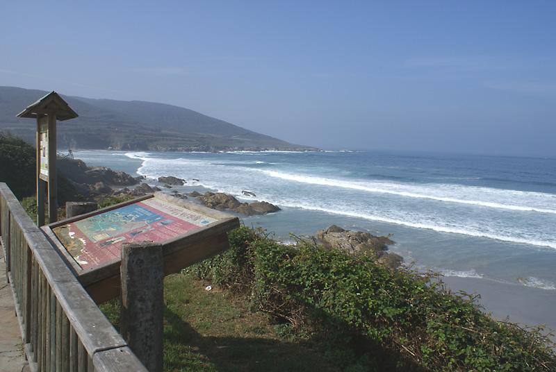 Mirador en un tramo del paseo mar铆timo